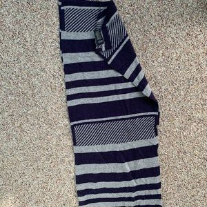 BANANA REPUBLIC SCARF NAVY AND GRAY STRIPED SCARF